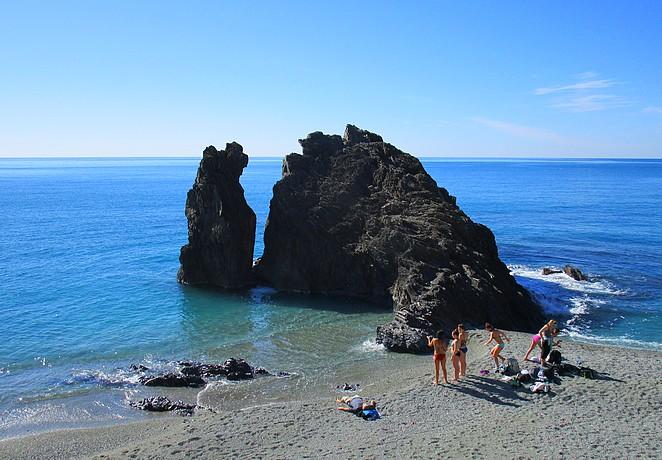 Strand-Monterosso-Cinque-Terre