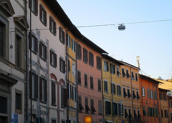 Gekleurde huizen in Pisa