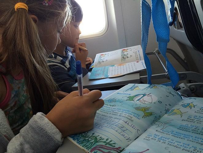 doen-meenemen-vliegtuig-kinderen