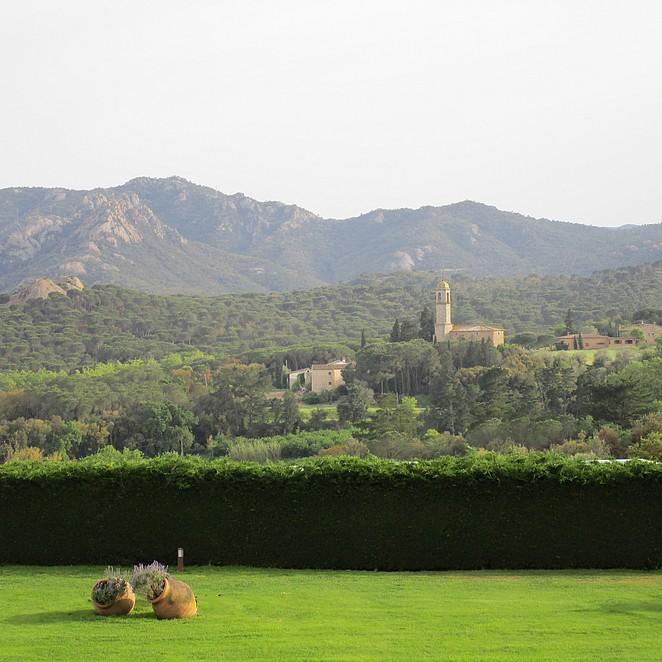 uitzicht-salles-hotel-mas-tapiolas