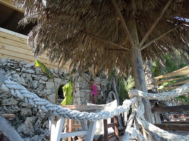 tropics-bar-gloria-maris