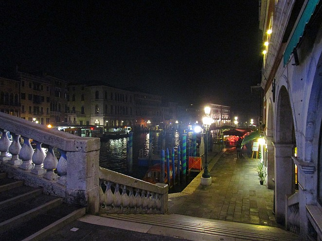 venetie-by-night