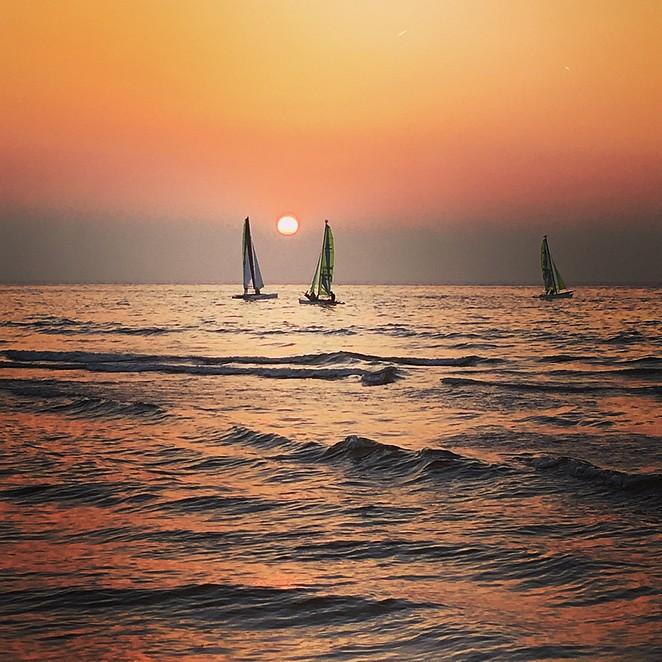 catamarans-zonsondergang