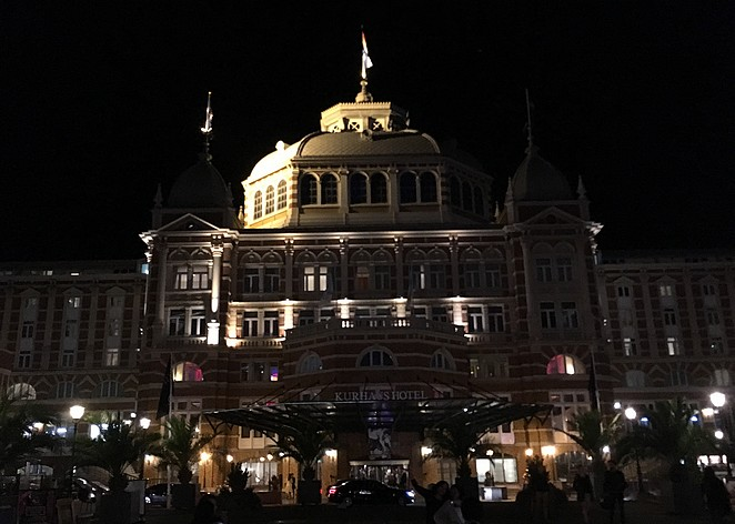 kurhaus-by-night