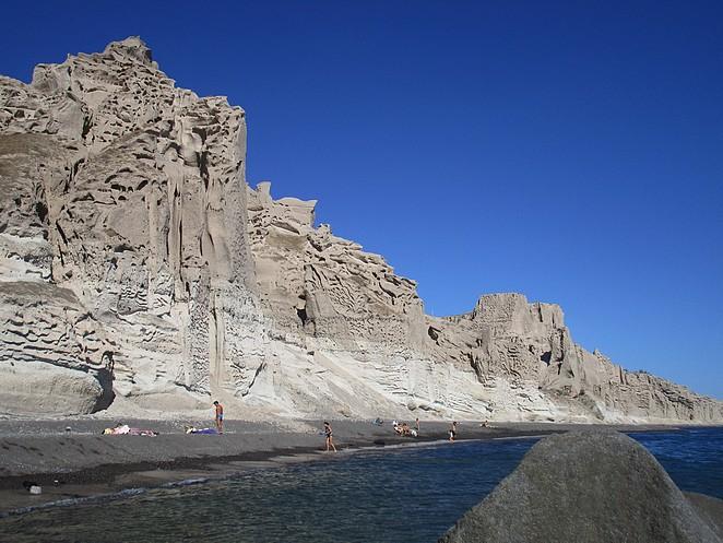 Eros-strand-Santorini