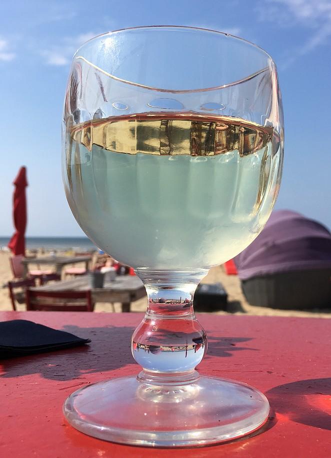 witte-wijn-strandtent