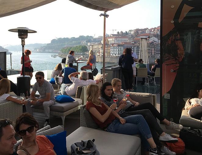 360-terrace-lounge