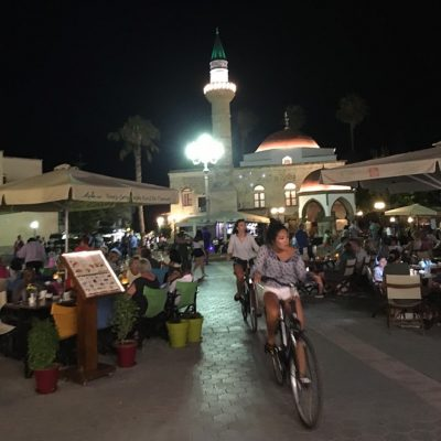 Kos stad by night