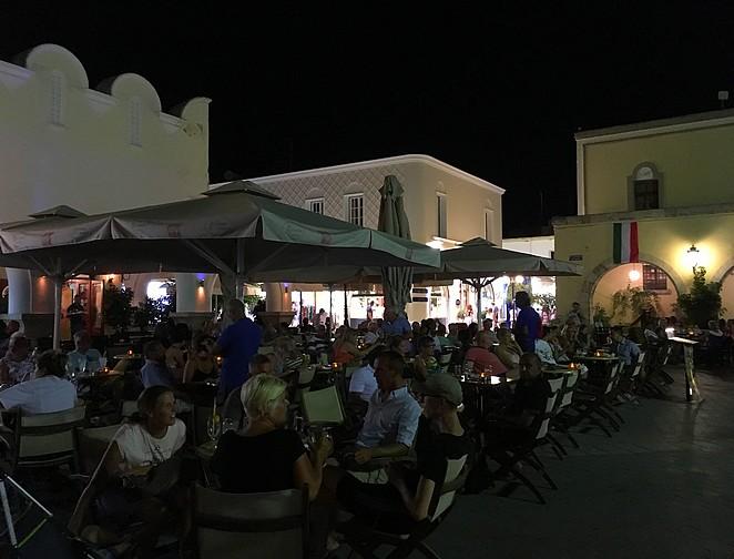 terras-bij-markt-kos-stad