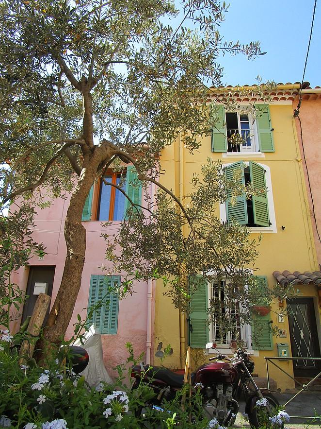 gekleurde huizen cote d azur