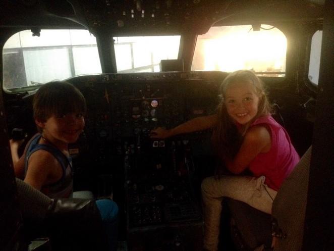 vliegtuig-schiphol-cockpit-kinderen