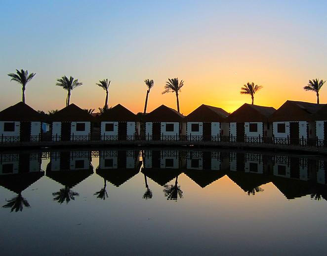 weerspiegeling-reflectie-water-bungalows