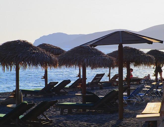 strand-zuiden-santorini