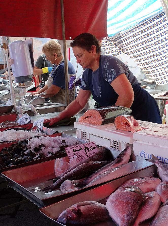 vrouw-vismarkt