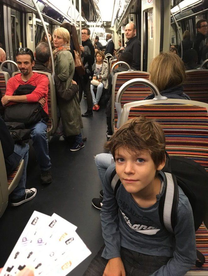 met-de-metro-in-parijs
