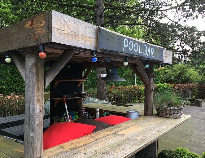 poolbar-badhotel-rockanje