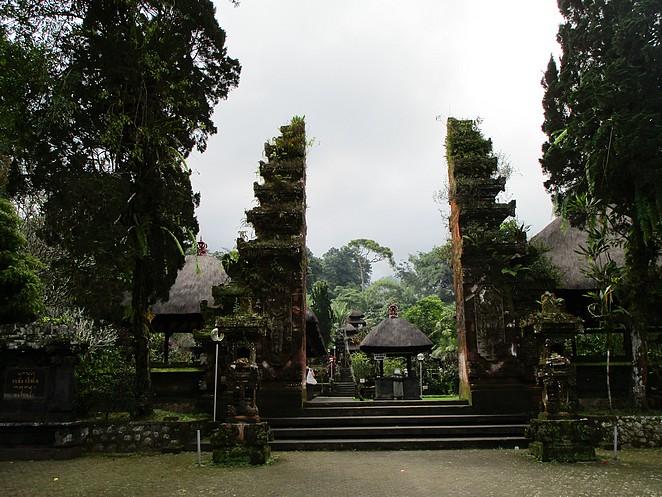 tempel-bij-rijstvelden