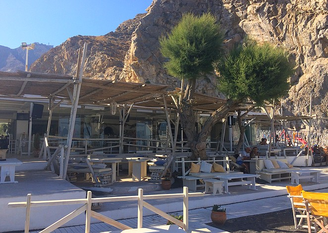 Demilmar strandtent en restaurant Perissa