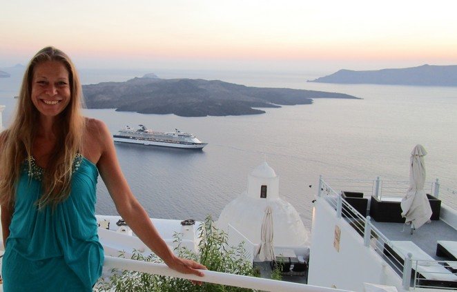 Denise Miltenburg in Fira Santorini
