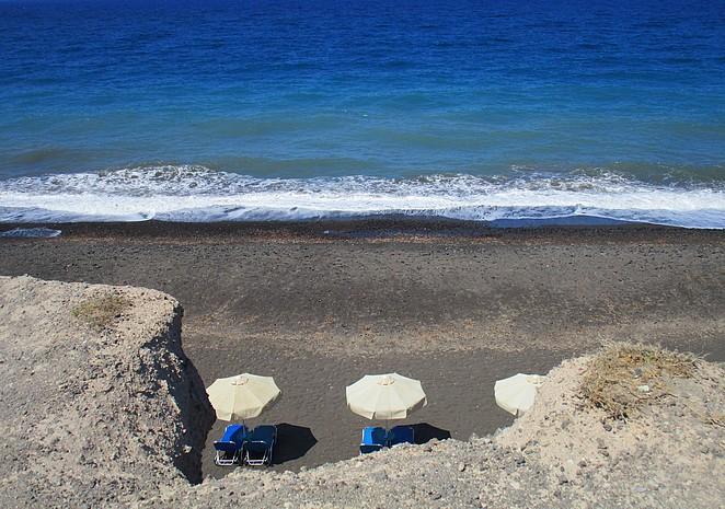 Santorini noordoost kust bij Baxedes en Paradeisos