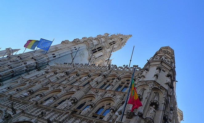 Blauwe lucht in Brussel