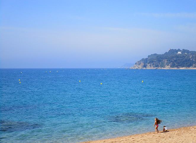 Kids op het strand Costa Brava