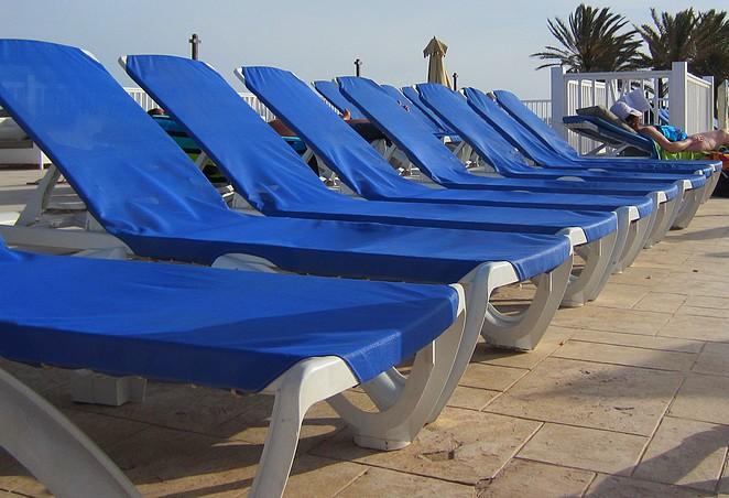 Ligbedden zwembad Tunesie