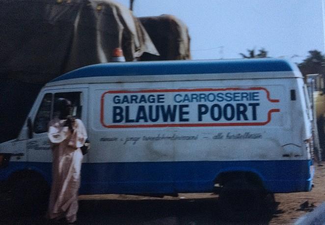 Uit de oude doos NL busje in Afrika