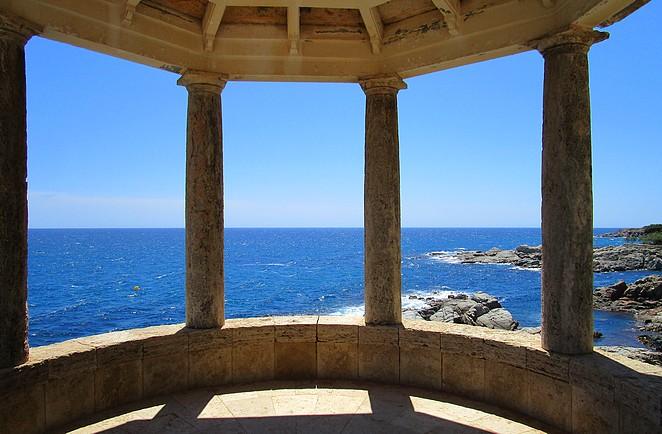 Uitzicht op de blauwe zee Spanje