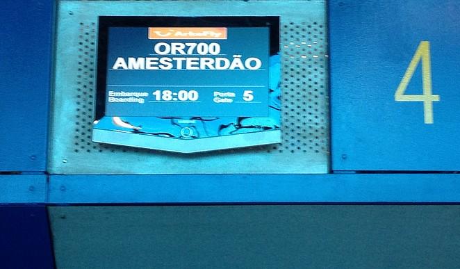 Vliegen van de Azoren naar Amesterdao