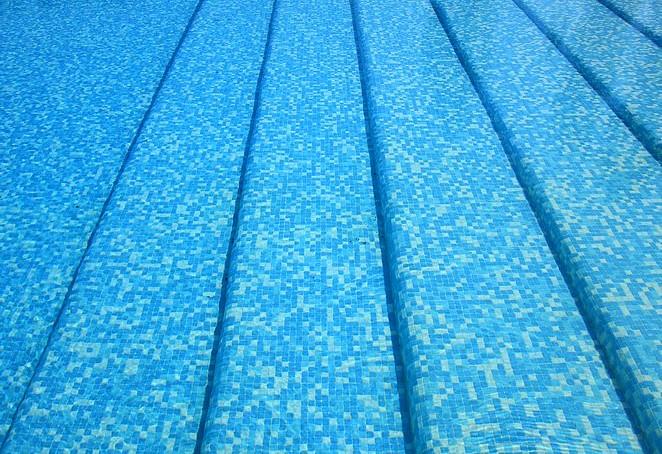 Zwembad aan de Costa Brava
