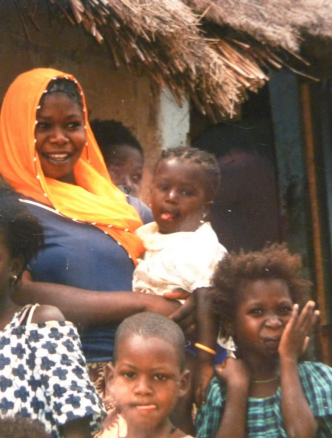 Senegaleze vrouw met gezin