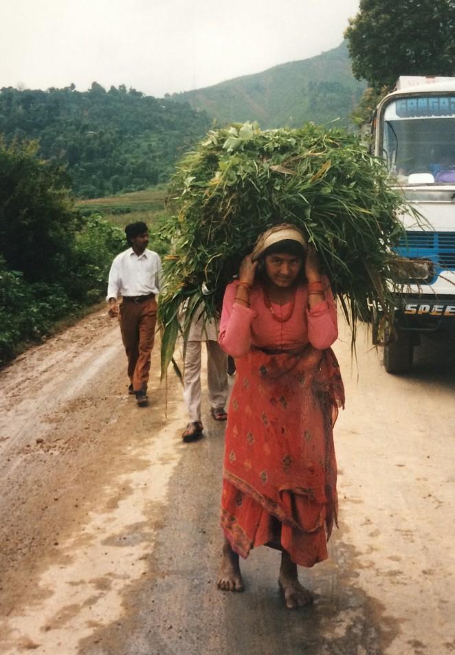 Sjouwster in de bergen in Nepal