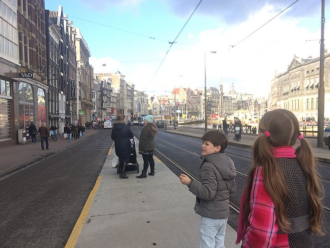 tram-amsterdam-kinderen