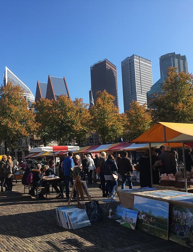 schilderijen-op-markt-plein