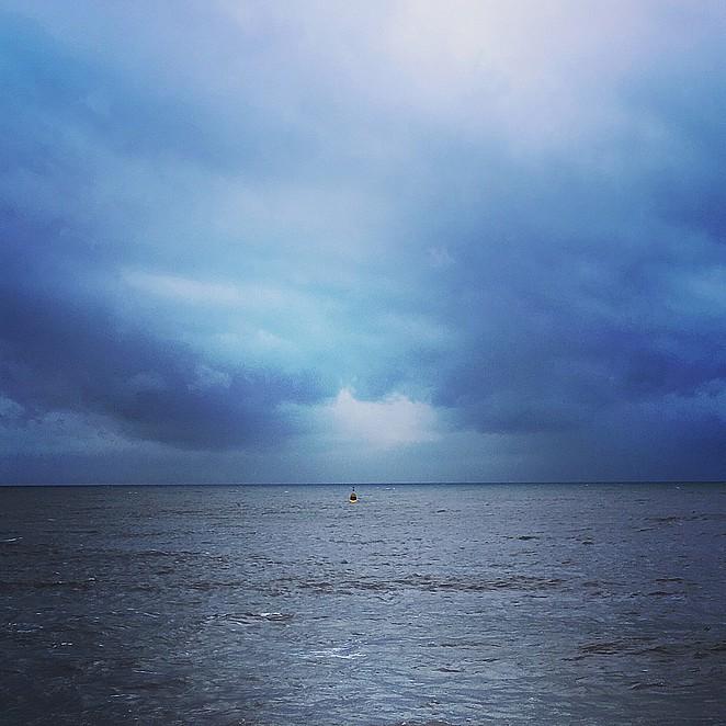 uitzicht-pier-suites-op-een-regenachtige-dag