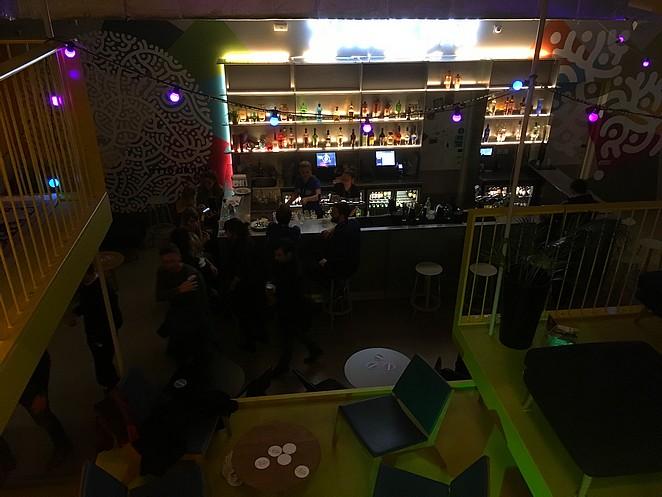 bar-met-zitjes-in-clinknoord