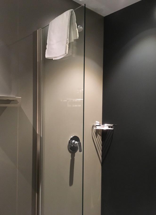 shower-clink