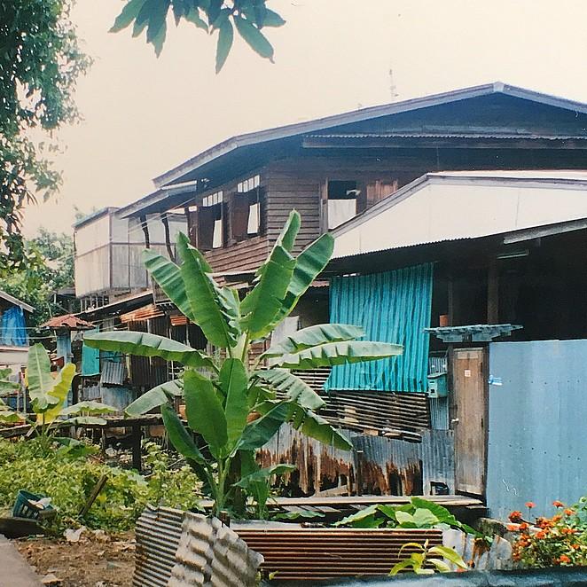 Een houten huisje bij de Chao Praya