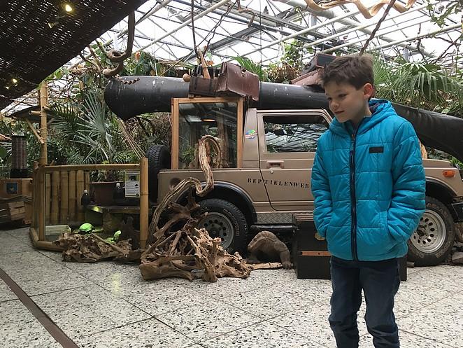 met-kinderen-naar-dierenwinkel-Avonturia