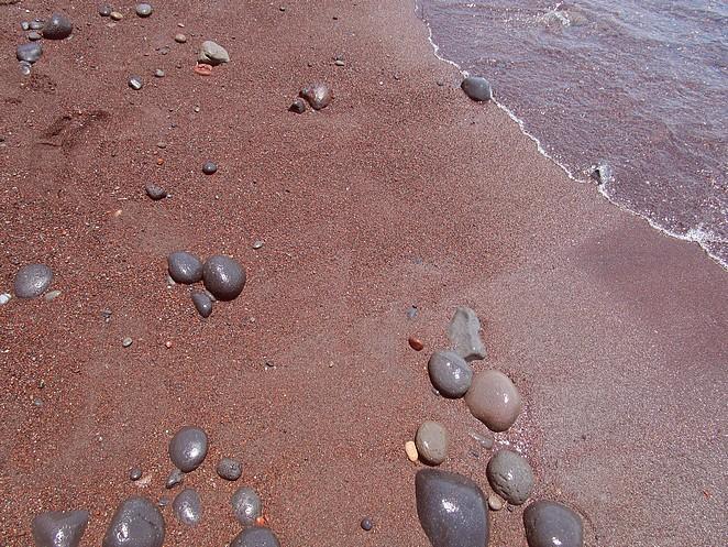 rood-zand-santorini