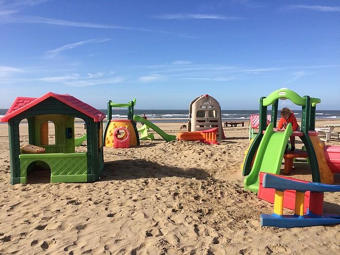 speeltuintje-strand-Scheveningen