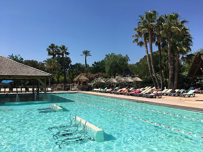 adult-only-zwembad-camping-frejus