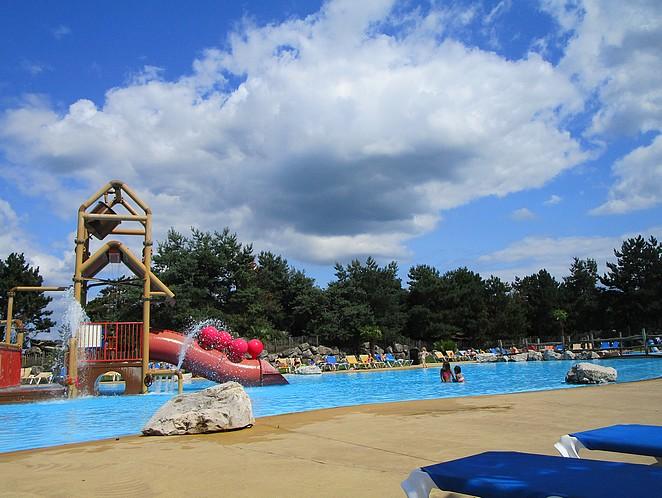 buiten zwembad-vakantiepark-Slagharen