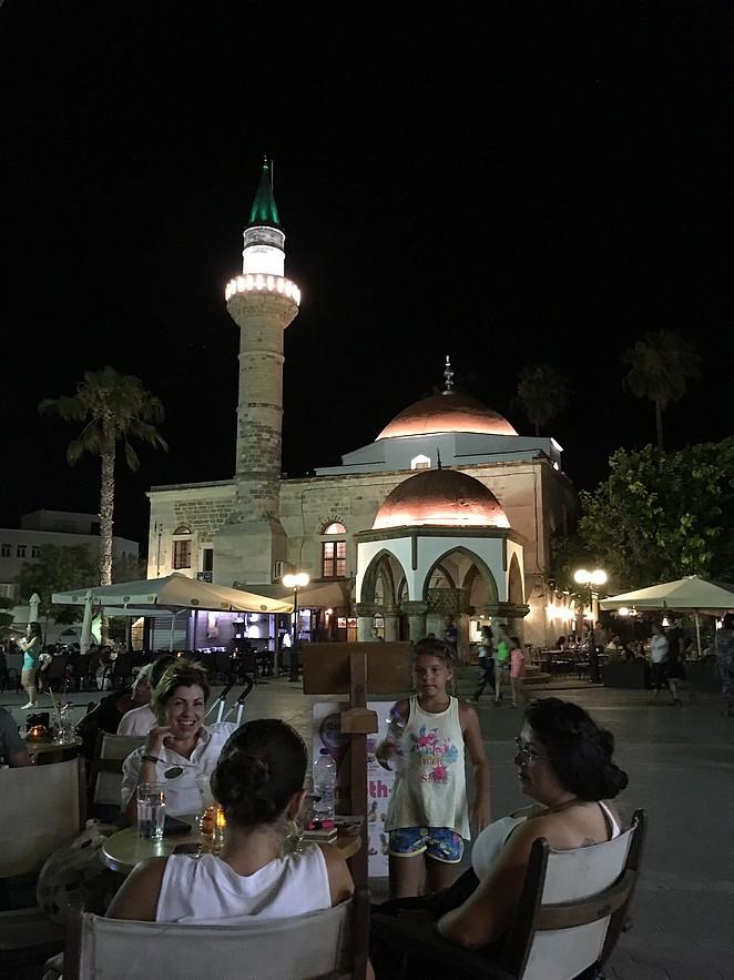 plein-bij-moskee-kos-stad
