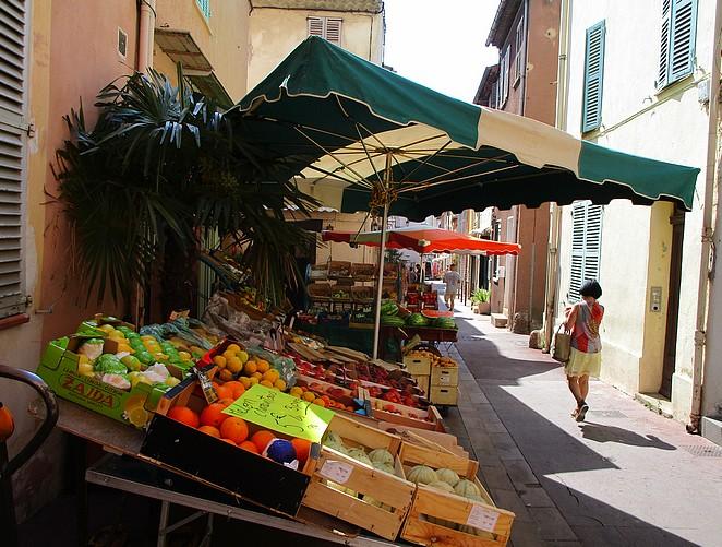 groenten en fruit stalletje frejus