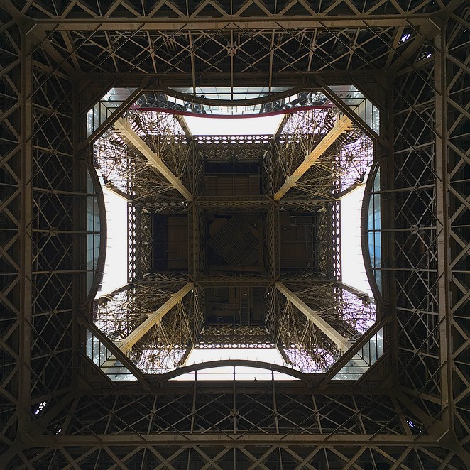 Eiffeltoren-van-onderen
