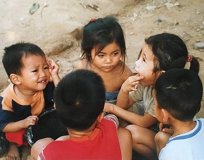 kinderen-mooi-dorpje-laos