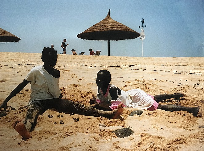meisjes-strand-senegal