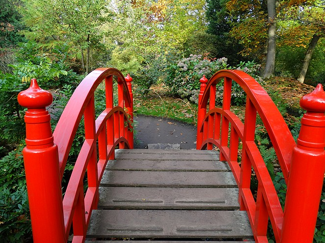 rode-bruggetje-japanse-tuin